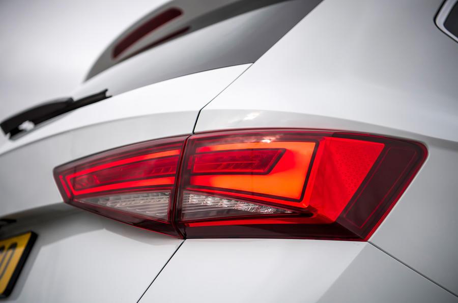 Siège Ateca Xperience 2020 : premier examen de conduite au Royaume-Uni - feux de freinage