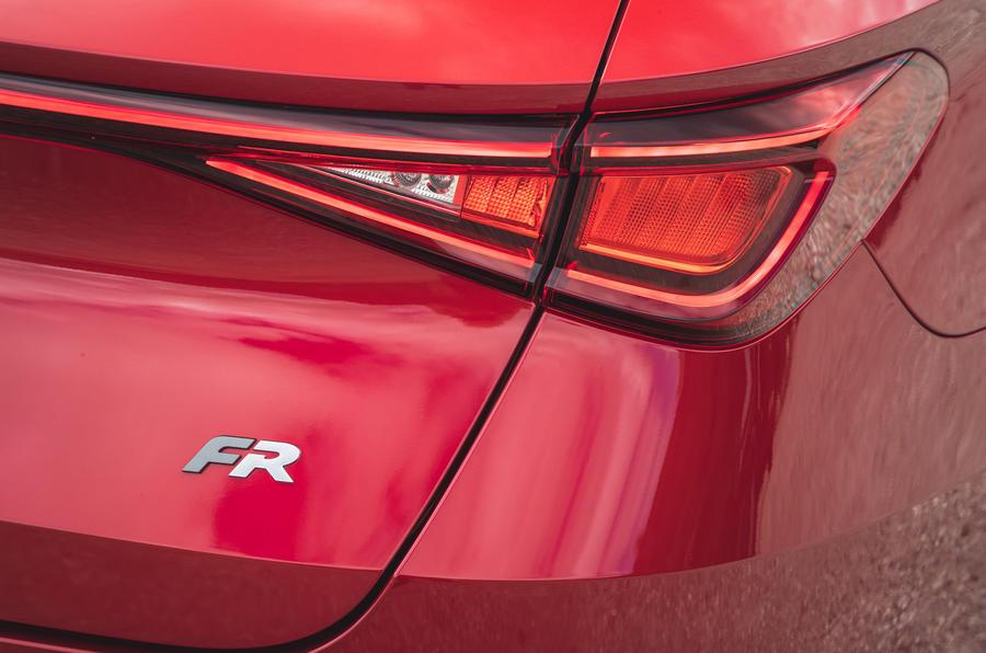 8 chỗ ngồi Leon Estate FR 2021 đánh giá lái xe đầu tiên của Vương quốc Anh đèn hậu