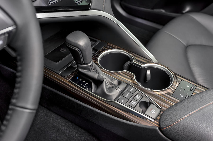Toyota Camry 2019 European first drive review - centre console