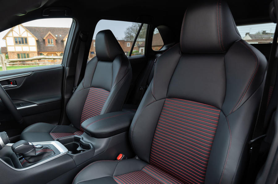 8 Toyota RAV4 PHEV 2021 : premier examen de conduite des sièges avant au Royaume-Uni