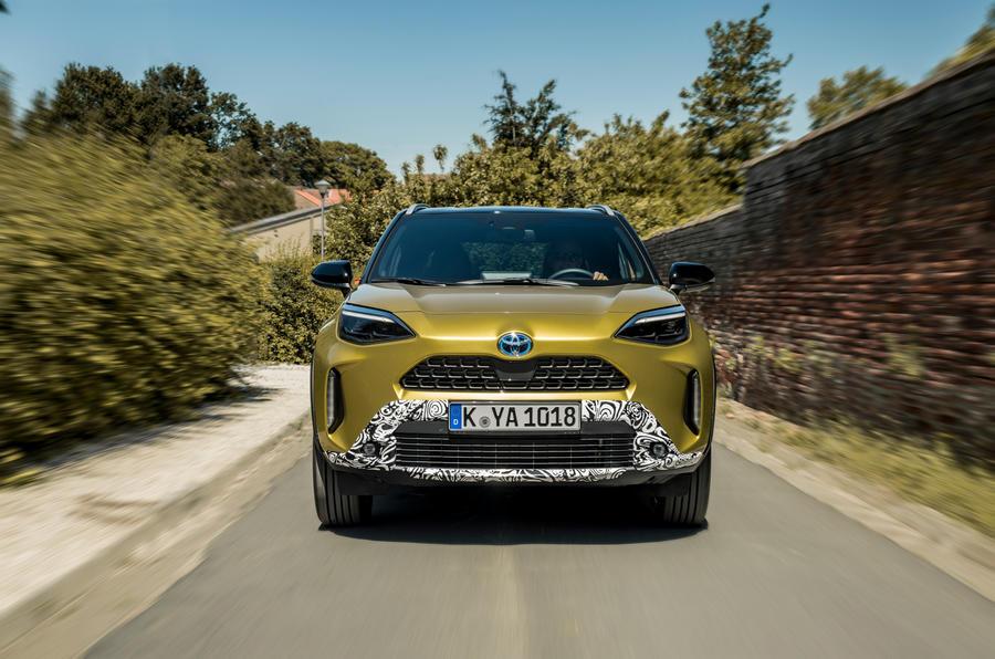 8 Toyota Yaris Cross 2021 UE LHD préprod nez de poursuite