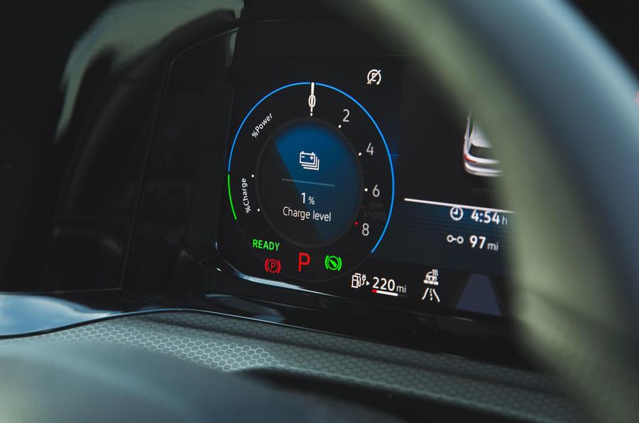 Volkswagen Golf GTE 2020 : premier bilan de conduite au Royaume-Uni - instruments