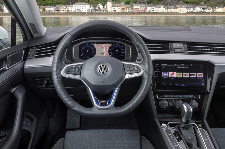 Volkswagen Passat GTE Estate 2019 first drive review - steering wheel
