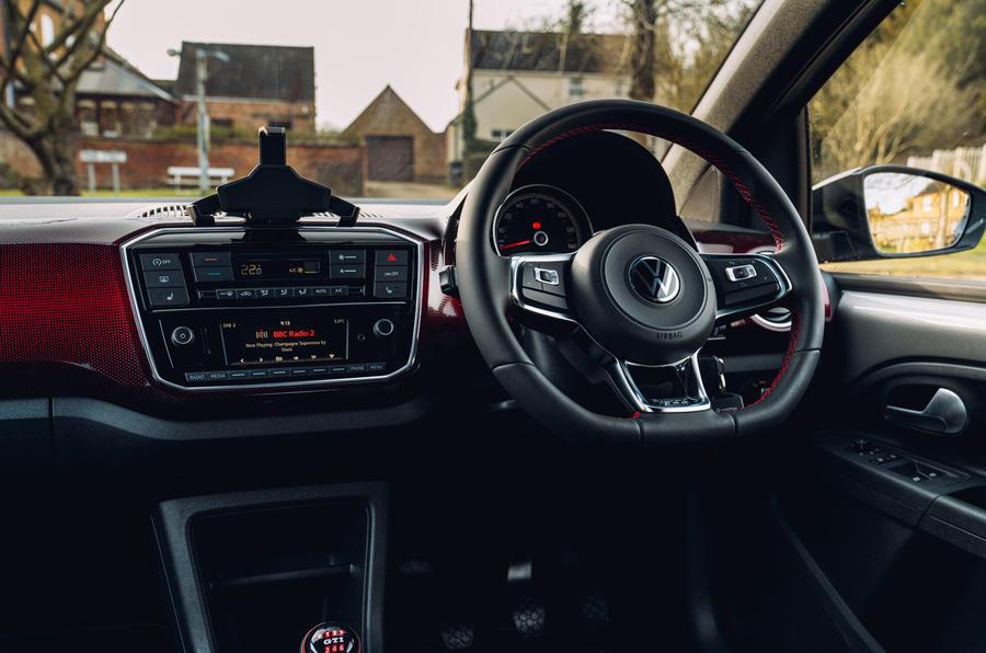 Volkswagen Up GTI 2020 : premier bilan de conduite au Royaume-Uni - tableau de bord