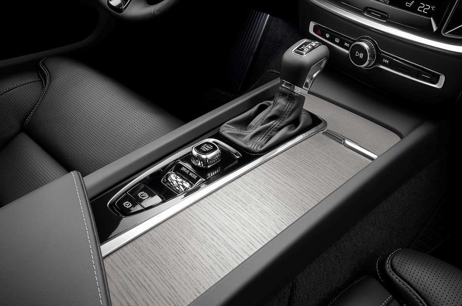 Volvo V60 2018 review centre console