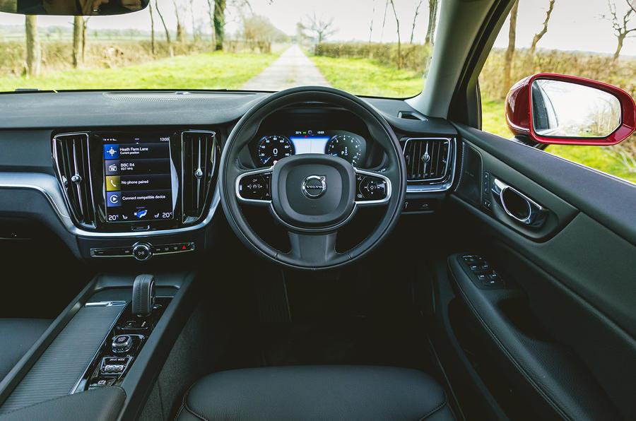 8 Volvo V60 B3 Momentum 2021 UE : essai routier du tableau de bord