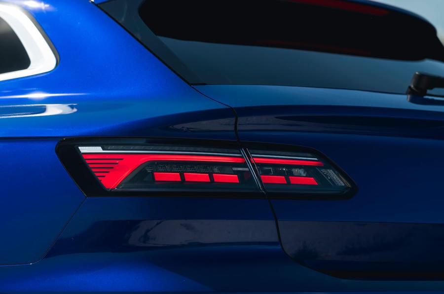 8 VW arteon R Shooting Brake 2021 UE FD feux arrière