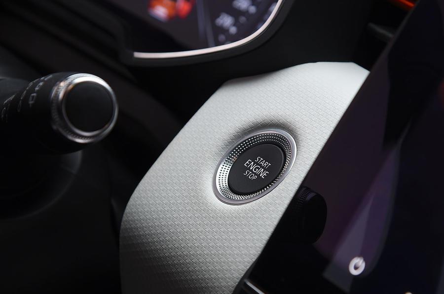 Renault Clio 2019 Autocar studio static - start button