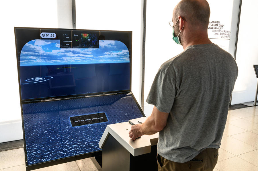 Autocar Christmas Road Test 2020: the Goodyear Blimp - simulator