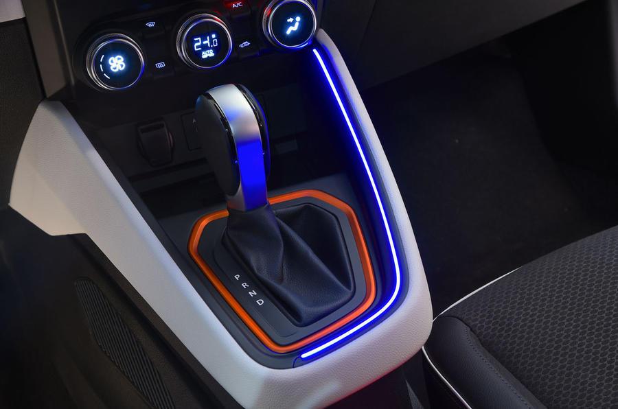Renault Clio 2019 Autocar studio static - ambient lighting