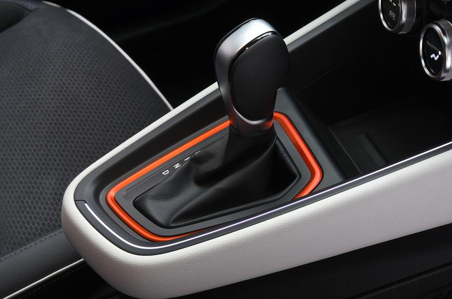 Renault Clio 2019 Autocar studio static - gearstick