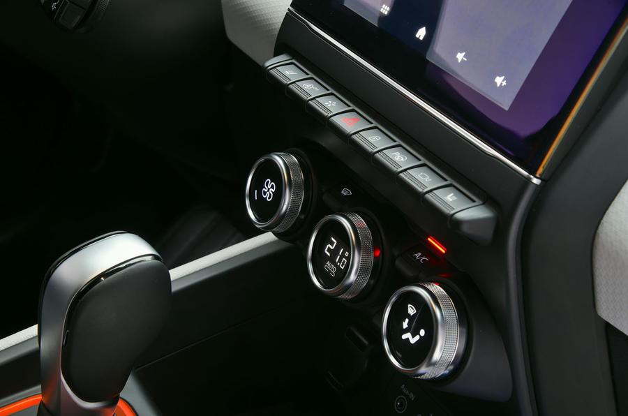 Renault Clio 2019 Autocar studio static - climate controls