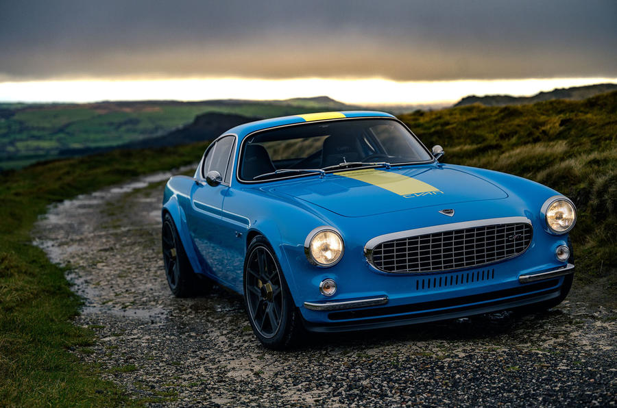 Cyan Volvo P1800 drive - static front
