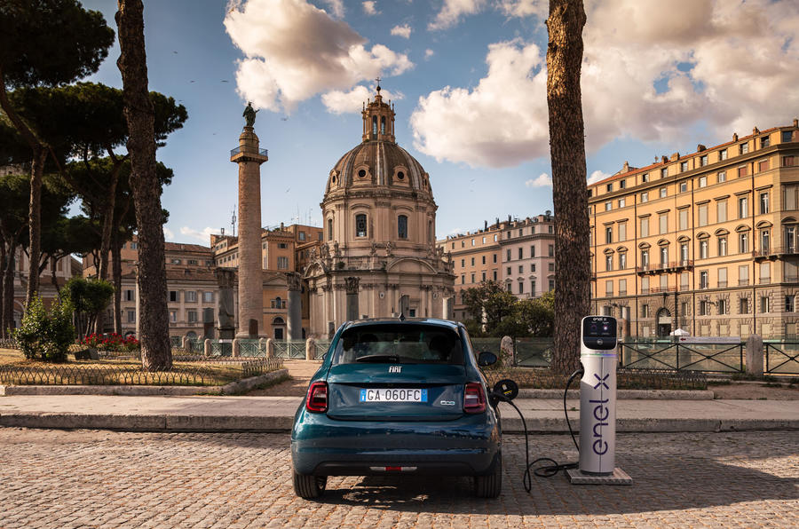 Fiat 500 electric 2020 official press images - static rear