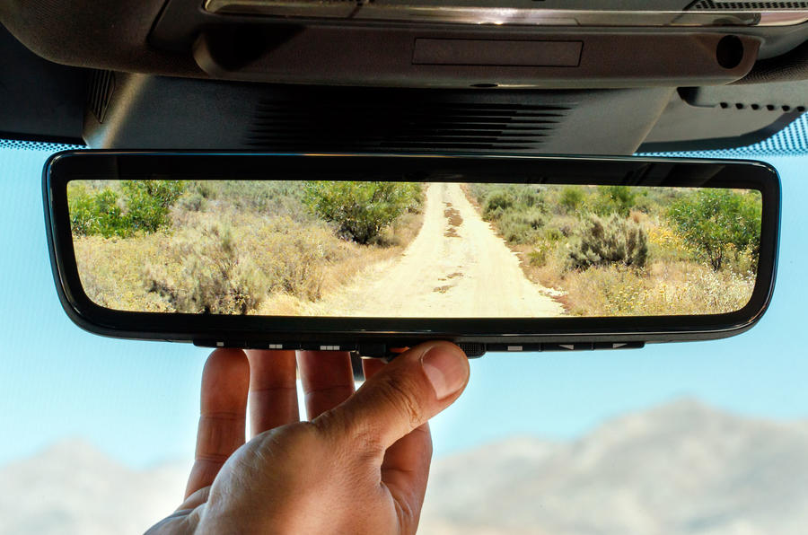 Land Rover Discovery Sport 2019 official reveal - smart rear view mirror