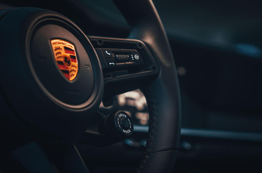2019 Porsche 911 Carrera S track drive - wheel controls