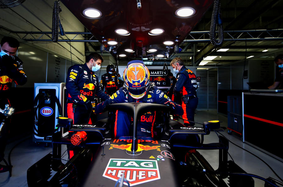 Beyond the scenes of Red Bull-Honda - garage