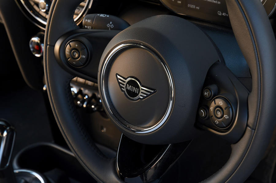 a month with a Mini Electric - steering wheel