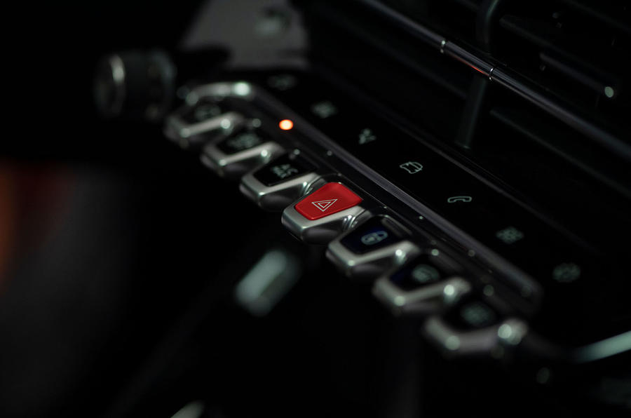 Peugeot e-2008 reveal studio - piano key controls