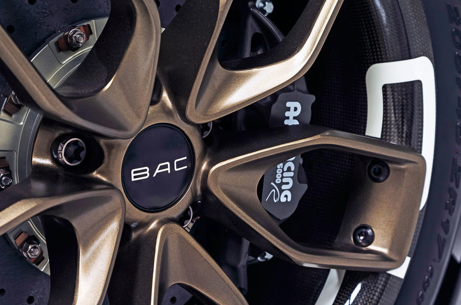 BAC Mono R carbonfibre feature - alloy wheels