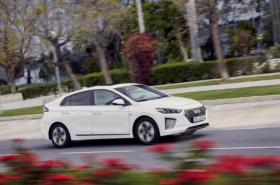 Hyundai Ioniq 2019 facelift official press - hybrid on the road