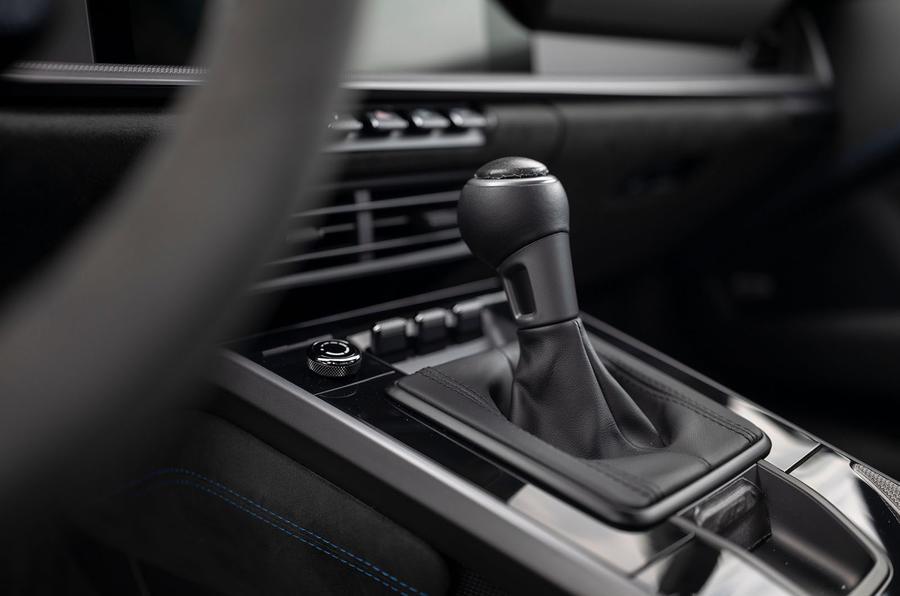 Porsche 911 GT3 2021 passenger ride - gearstick