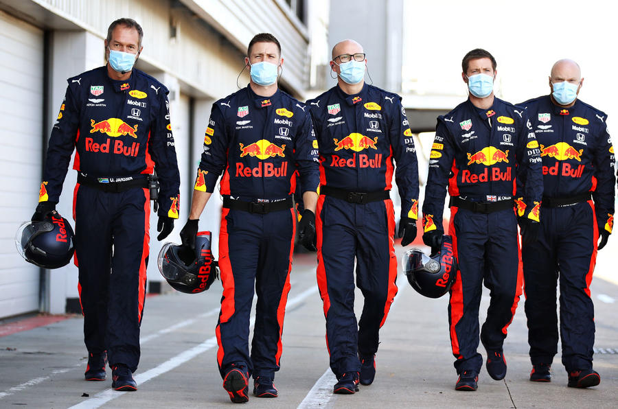 Beyond the scenes of Red Bull-Honda - pit crew