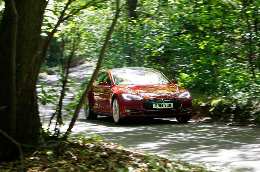 Tesla Model S road test rewind - on the road