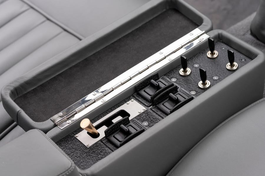 Aston Martin DB5 Goldfinger Continuation switches