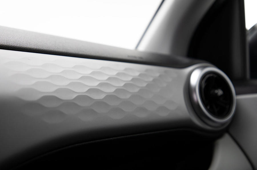 Hyundai i10 2019 reveal - studio dashboard trim