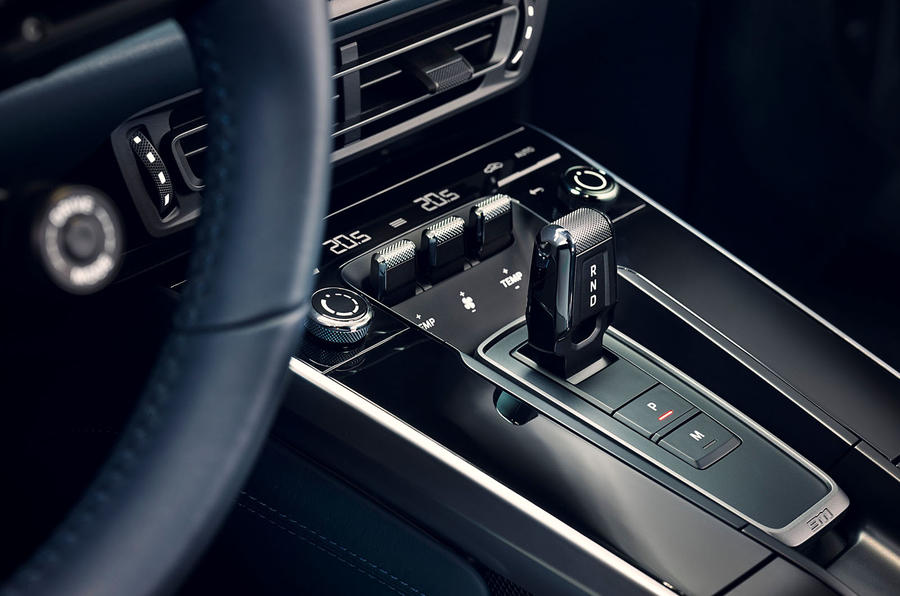 2019 Porsche 911 official reveal - press still centre console