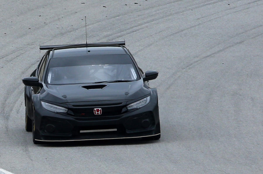 Honda Civic Type R BTCC racer lands ahead of 2018 season