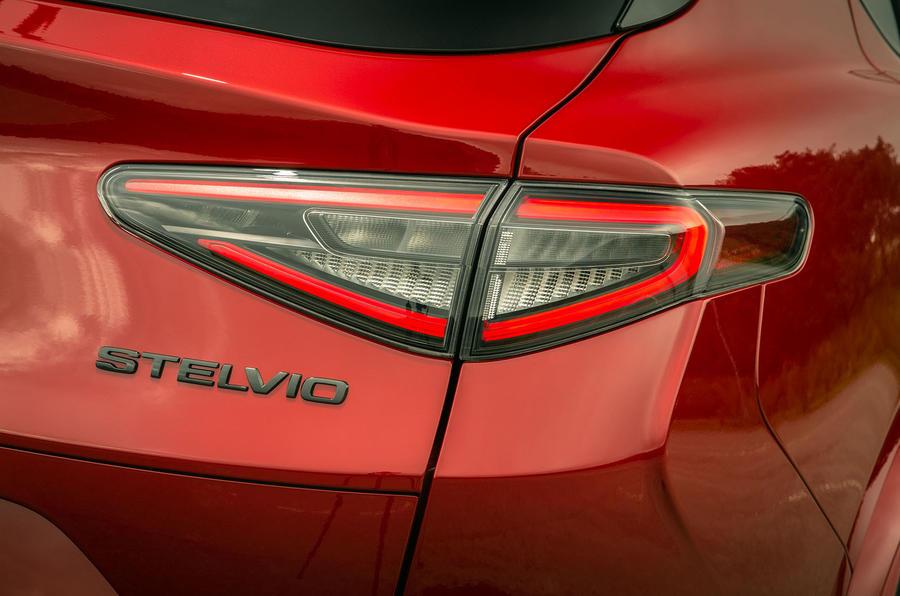 Alfa Romeo Stelvio Quadrifoglio 2020 : premier bilan de la conduite au Royaume-Uni - feux arrière