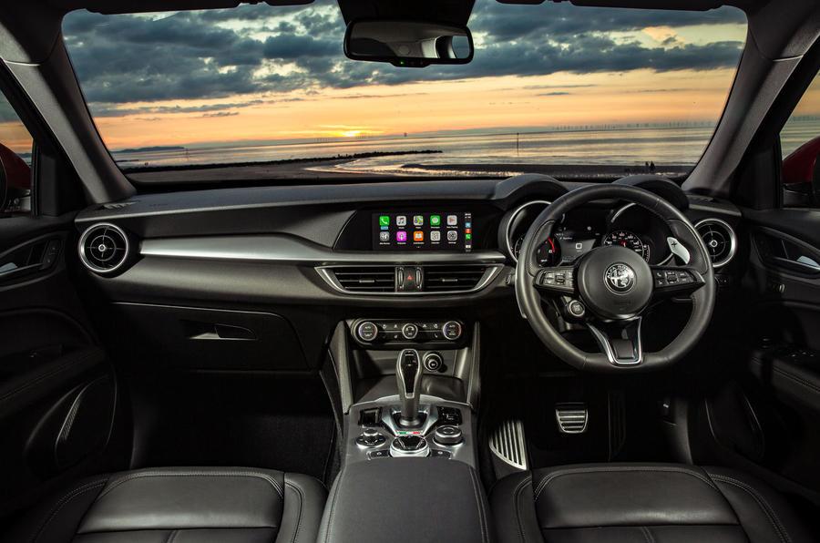 Alfa Romeo Stelvio Sprint 2020 : premier bilan de conduite au Royaume-Uni - tableau de bord