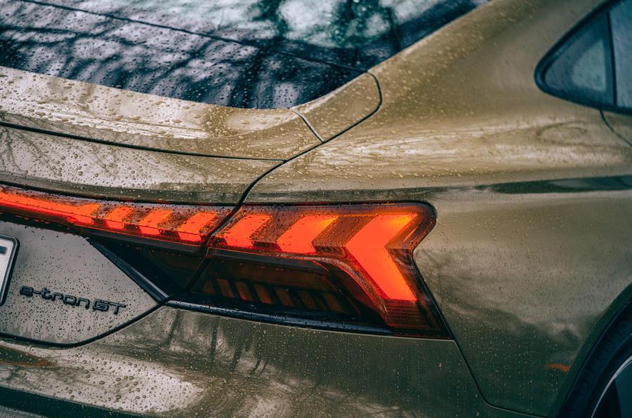 9 Audi RS E tron GT 2021 LHD : premier examen des feux arrière