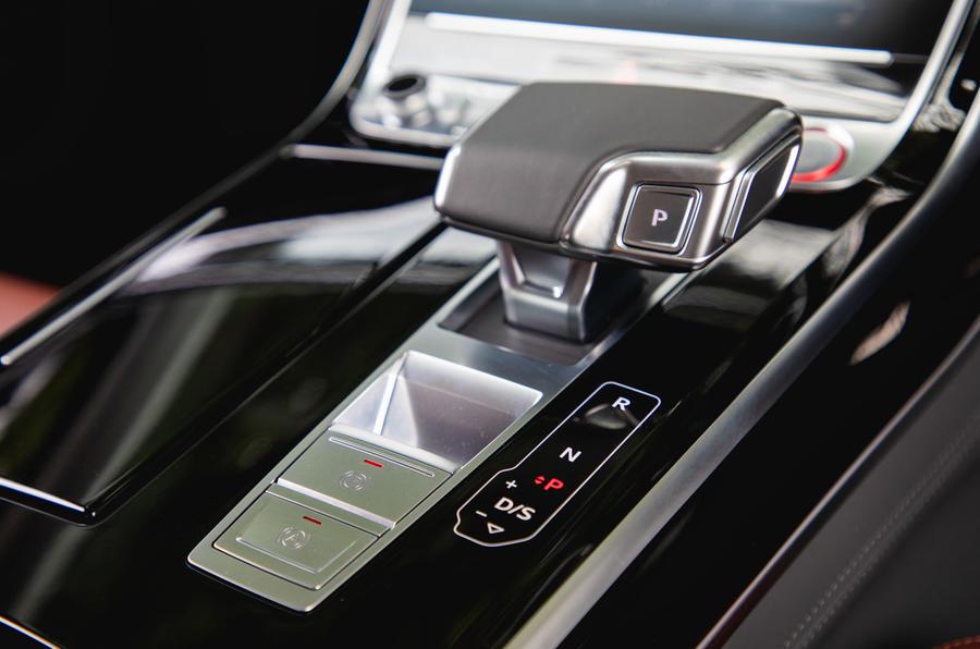 Audi S8 2020 : premier bilan de conduite au Royaume-Uni - console centrale