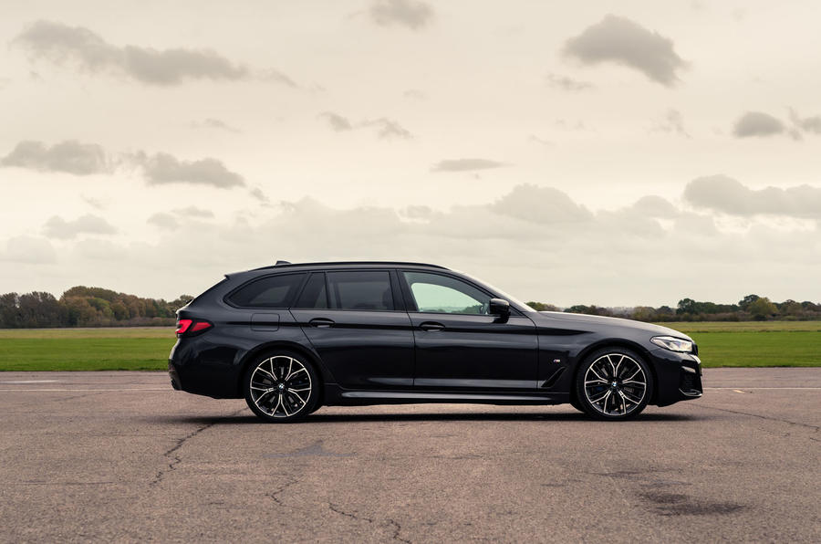 9 BMW Série 5 Touring 530d 2021 UE FD statique latérale