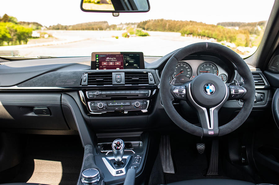 BMW M3 CS 2018 review dashboard