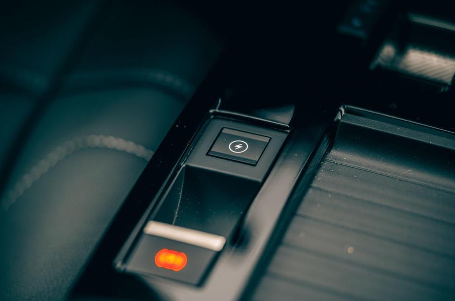 Citroen e C4 2020 LHD first drive review - centre console