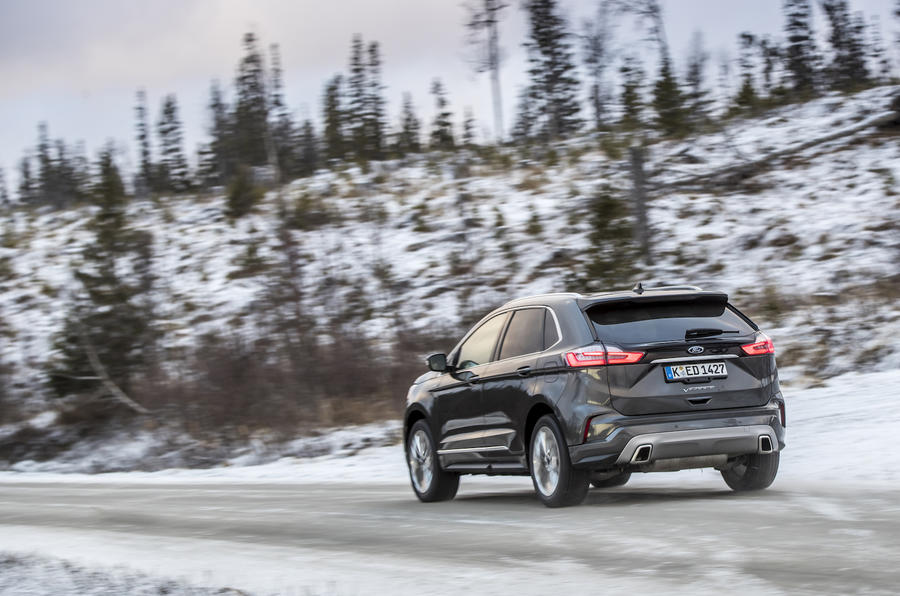 9-ford-edge-vignale-2018-fd-driving