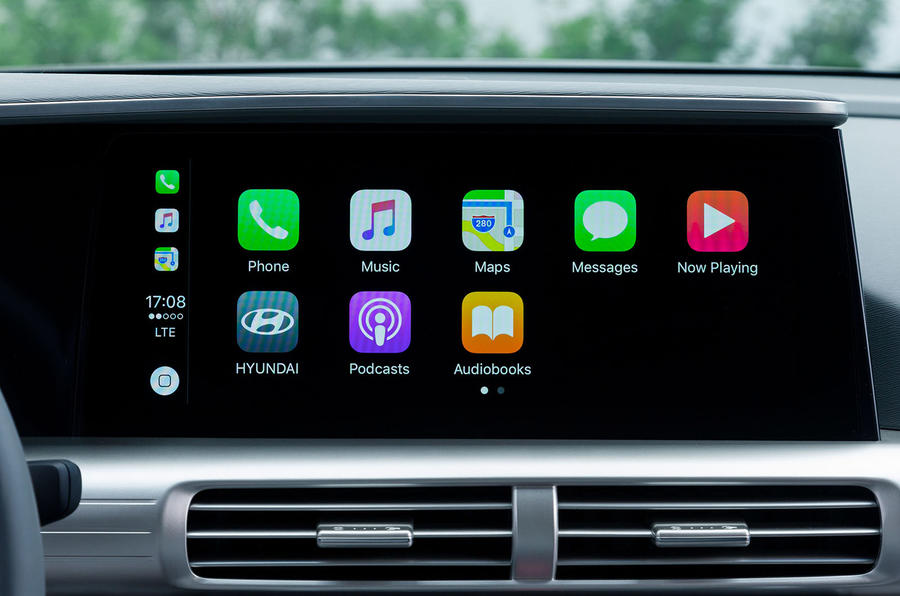 Hyundai Nexo 2019 first drive review infotainment CarPlay