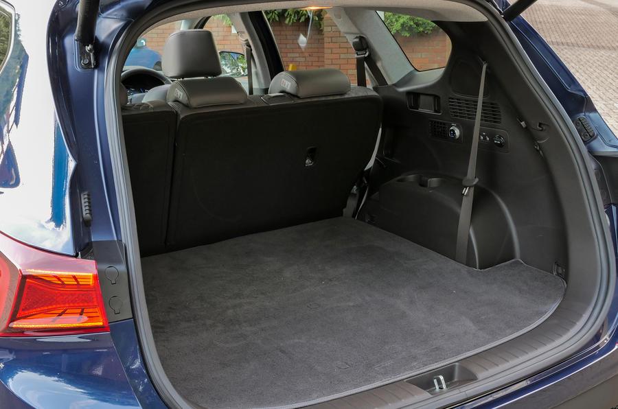 Hyundai Santa Fe 2018 UK first drive review - boot