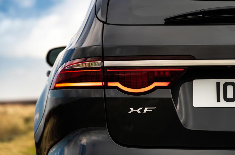 9 Jaguar XF Sportbrake P250 2021 UE : essai des feux arrière