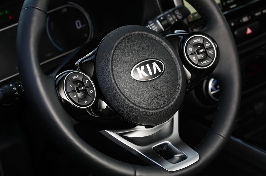 Kia Soul EV 2019 first drive review - steering wheel