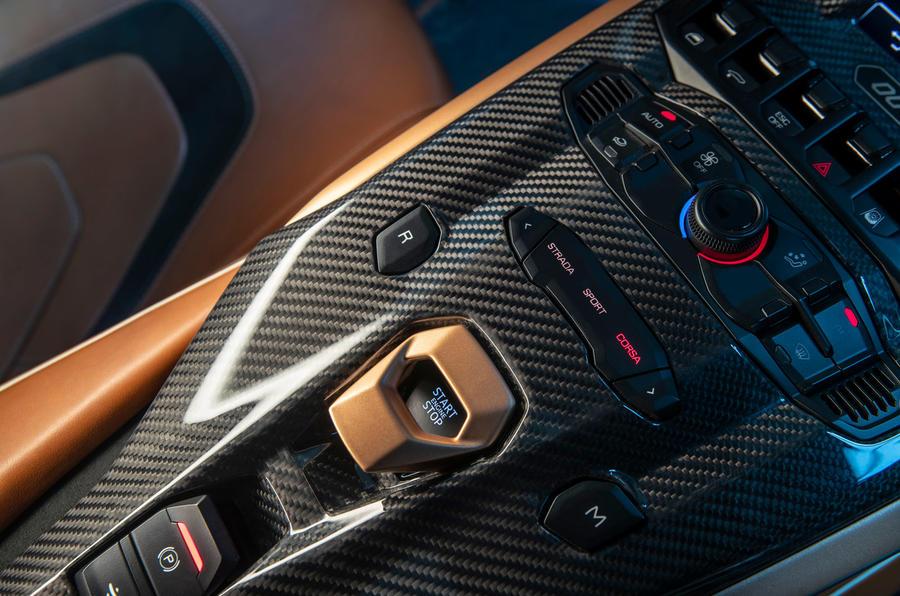 9 Lamborghini Sian 2021 : le premier bouton de démarrage de l'examen de la conduite au Royaume-Uni