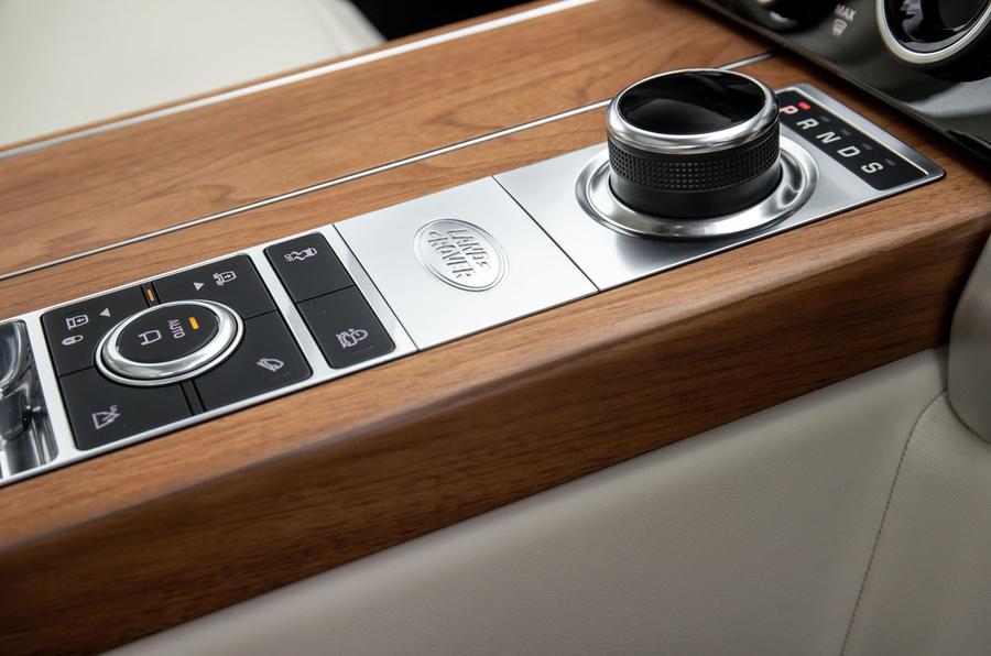 Land Rover Range Rover D300 2020 : premier bilan de conduite au Royaume-Uni - console centrale