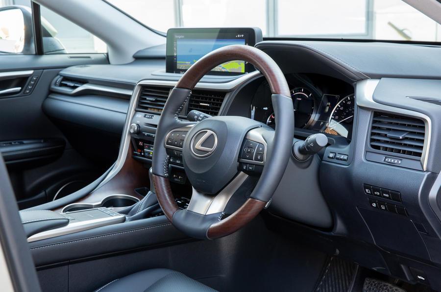 9 Lexus RX 450h L 2021 UE FD volant