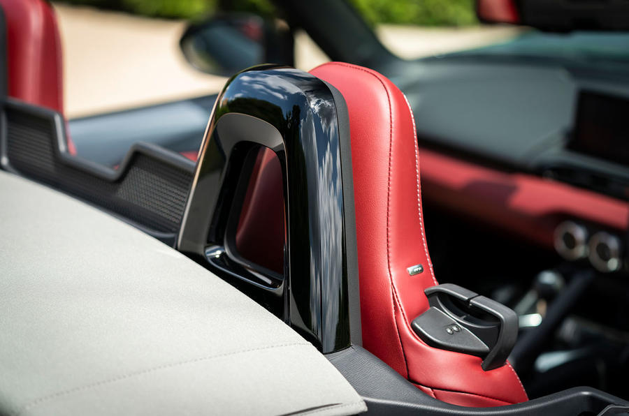 Mazda MX-5 1.5 R-Sport 2020 UK first drive review - headrests