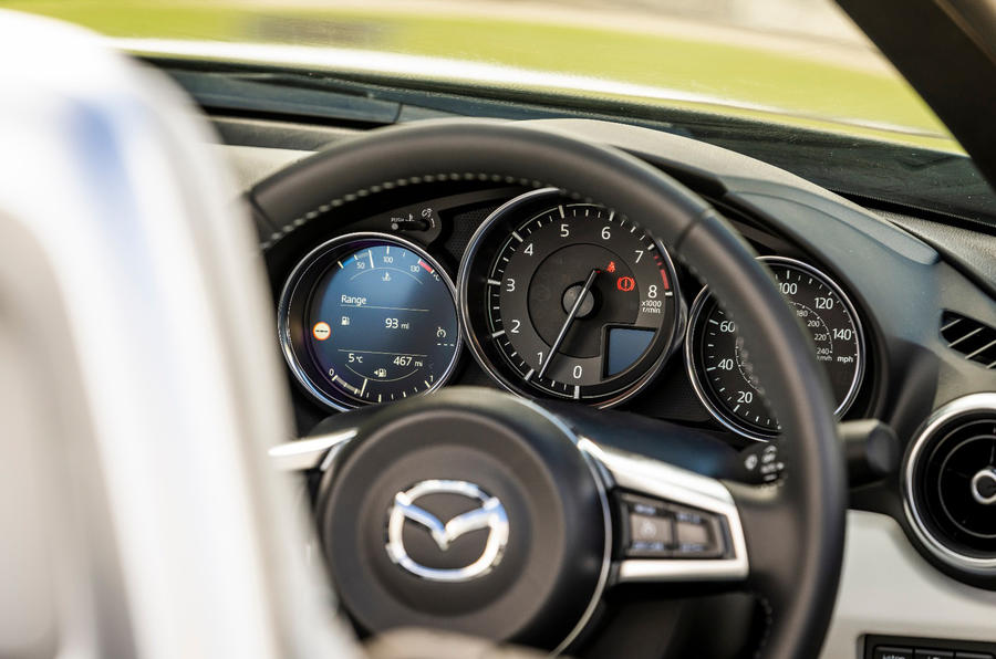 9 Mazda MX 5 Sport Venture 2021 UE FD instruments