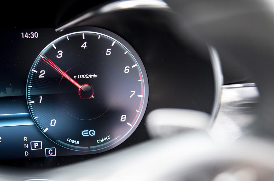 Mercedes-Benz C-Class C200 2018 review rev counter